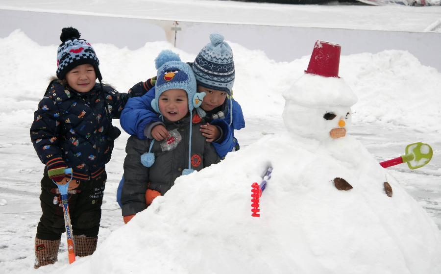 Image result for dječak na snijegu